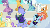 Bow and Windy cheering and taking pictures S7E7