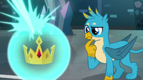 Gallus looks at the Crown of Grover S8E26
