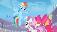 Rainbow Dash congratulates the Crusaders S4E05