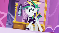 Rarity in a new punk-style outfit S7E19