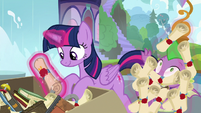 Spike gets buried in Twilight's old scrolls S9E5