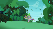 Twilight and Spike with changelings around them S5E26