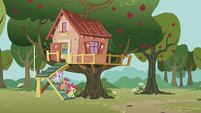 CMC come out of their clubhouse S5E18