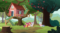 Cutie Mark Crusaders approach Cozy Glow S8E12