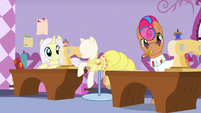 Lily Lace and Starstreak hear Applejack's criticisms S7E9