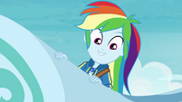 Rainbow looks over side of the coaster EGROF