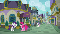 Rarity pointing to a restaurant's sign S6E12