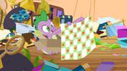 S02E10 Spike z prezentem od Applejack