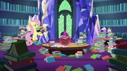 S07E20 Fluttershy przynosi Twilight więcej książek