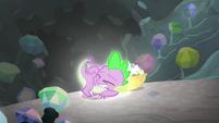 Spike glowing S6E5