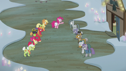 The Apple family and the Pie family meet S5E20.png