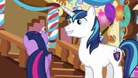Twilight looking for something S5E19