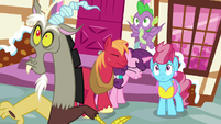 Discord, Spike, and Mrs. Cake look scared S9E23