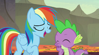 Rainbow makes fun of Garble; Spike laughs S7E25