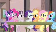 S05E01 Mane 6 i Sugar Belle przy stoliku