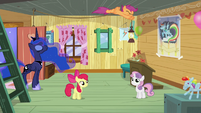 Scootaloo flies around the dream clubhouse S5E4