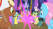 Twilight Sparkle teleports away from the crowd S7E14