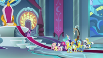 Twilight gives speech to friends and guards S9E24