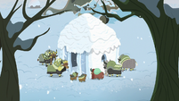 Yona and her family build a snow fort S8E16