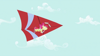 Apple Bloom hang-gliding S2E06