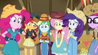 Equestria Girls smiling warmly at Applejack EGDS25