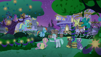 Feather Flatterfly's panic draws attention S9E17