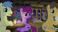 Left-side audience confused by Maud's jokes S8E3