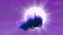 Princess Luna being pulled by something S6E25