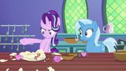 S07E02 Starlight zdenerowana na Trixie za zniszczenie ciastek