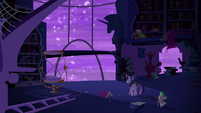 Twilight walks towards the window S5E12