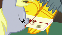 Derpy giving letters to Gabby S9E19