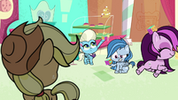 More ponies play with squishy cubes PLS1E3b