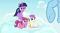 Pegasus fillies ask Rainbow Dash about Daring Do S7E14
