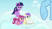 Pegasus fillies ask Rainbow Dash about Daring Do S7E14
