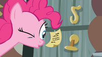 Pinkie Pie looks at a note S4E09