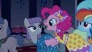 S05E07 Maud i Pinkie na Gali