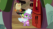 Spike opens the door for Fluttershy S03E11