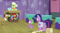 Twilight and Spike listen to Granny Smith S9E16
