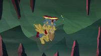 Flash Magnus shakes cinders off of his mane S7E16