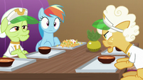 Goldie Delicious yelling at Rainbow Dash S8E5