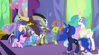 Starlight and friends bowing to Celestia and Luna S7E1