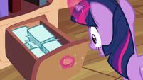 Twilight finds flash cards S3E01