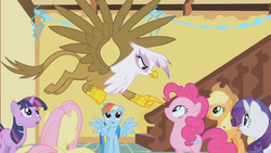 Gilda pointing at Pinkie S1E5.png