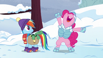 """Pinkie suggests a """"happy wake-up"""" party S5E5"""
