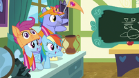 Rainbow and parents cheering for Scootaloo S7E7