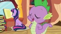 Spike talks while Twilight reads S03E09