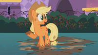 Applejack in mud S2E9