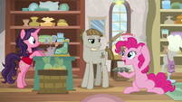 Pinkie Pie juggling for Mudbriar S8E3