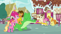 Pinkie and her family outside Sugarcube Corner S9E26