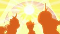 Princesses bathed in sun's glow S9E17